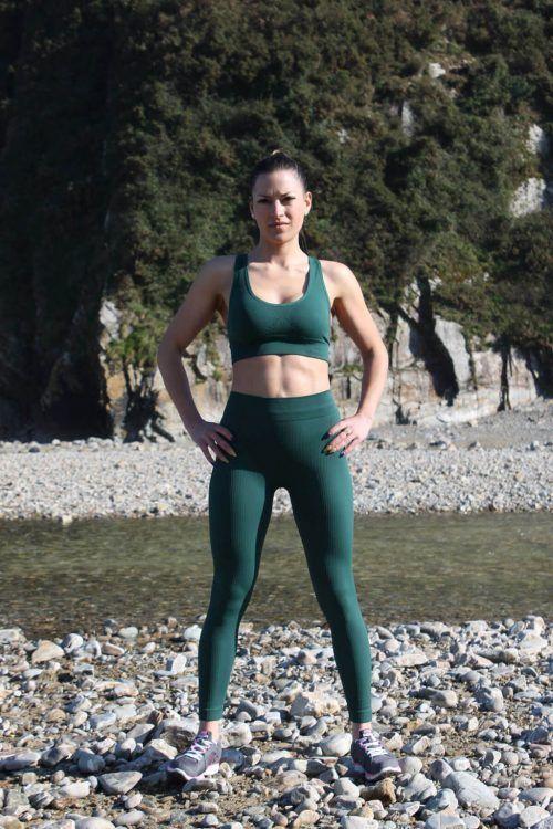 mujer con leggins deportivas